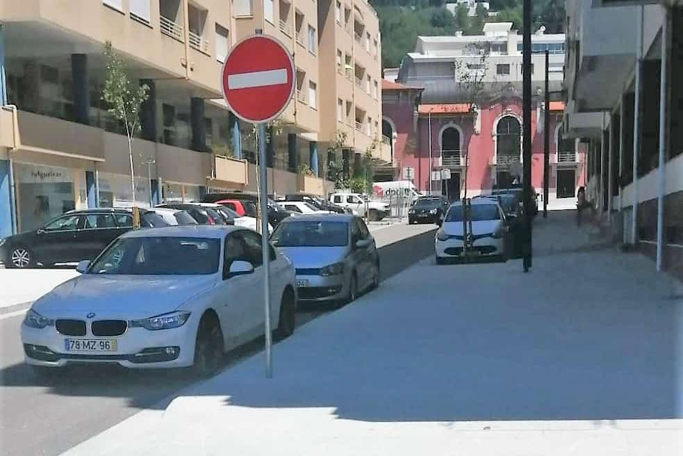 Comerciantes queixam-se de falta de estacionamento