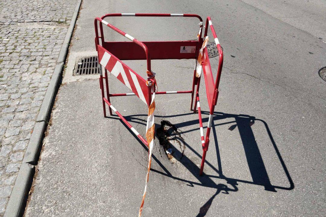 A sua rua tem um buraco na estrada 1