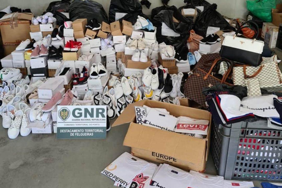 Apreendidos mais de 1900 artigos contrafeitos na feira da Lixa.