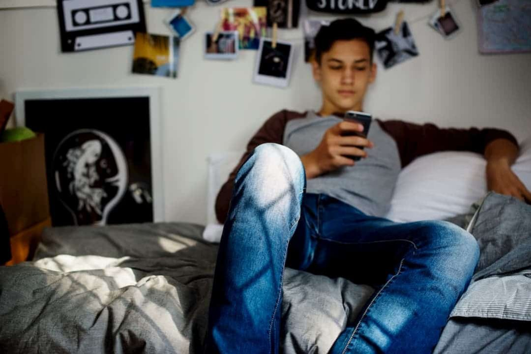 dorm room (